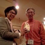 ゲームイベントで八木賞「レモン牛乳まんじゅう」をゲットした小野会長。