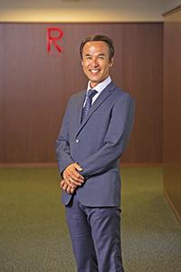 長谷川 滋利さん('91経営)